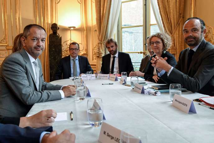 Réunion à Matignon entre Edouard Philippe, la ministre du travail, Muriel Pénicaud, et le patron de FO, Pascal Pavageau, le 30 août.