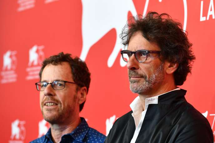 Les réalisateurs Ethan (à gauche) et Joel Coen lors de la présentation de leur film«La Ballade de Buster Scruggs» à la 75e Mostra de Venise, le 31 août 2018.