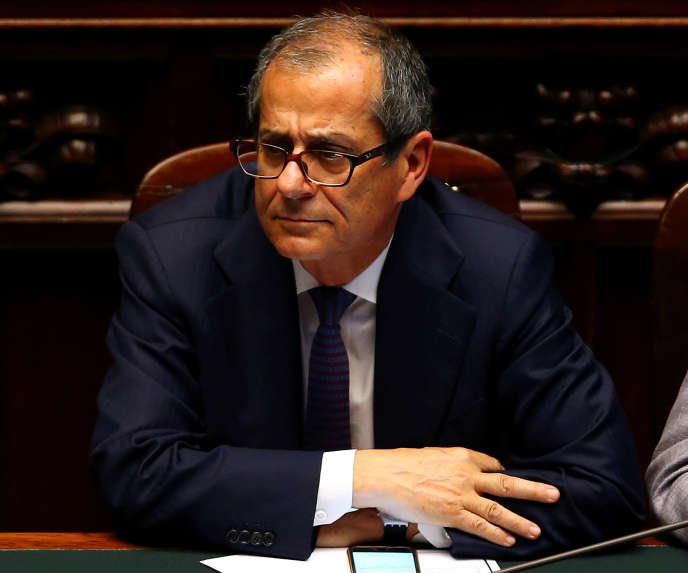 Le ministre des finances italien, Giovanni Tria, à la chambre basse du Parlement, à Rome, en juin.