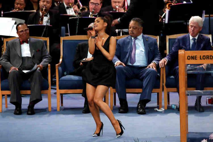 Ariana Grande a chanté « (You Make me Feel Like) a Natural Woman. »