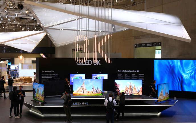 La télévision QLED 8K de Samsung, au grand salon de l'électronique européen (IFA) de Berlin, le 30 août.