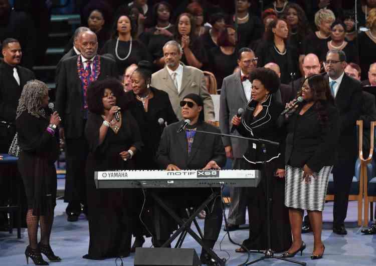 Stevie Wonder lui a rendu le dernier hommage, déclarant que « l'amour est la raison pour laquelle nous sommes ici », avant de chanter « You'll Never Walk Alone », puis «Bridge Over Troubled Water», entouré de la famille d'Aretha Franklin.