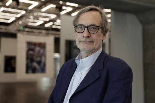 Le directeur du festival Visa pour l'image, Jean-Francois Leroy, à la Grande Arche de la Défense à Puteaux, en juin 2017.