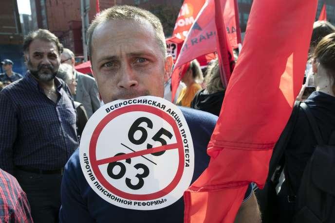 Un manifestant contre la réforme des retraites à Moscou, le 2 septembre.