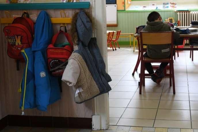 Un élève en classe, dans l'école primaire deGavarnie-Gédre le 16 mars.