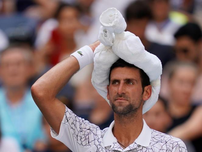 Depuis le début de la quinzaine (ici le 3 septembre lors de son huitième de finale contre le Portugais Joa Sousa), le Serbe montre des signes de malaise face à l'humidité.