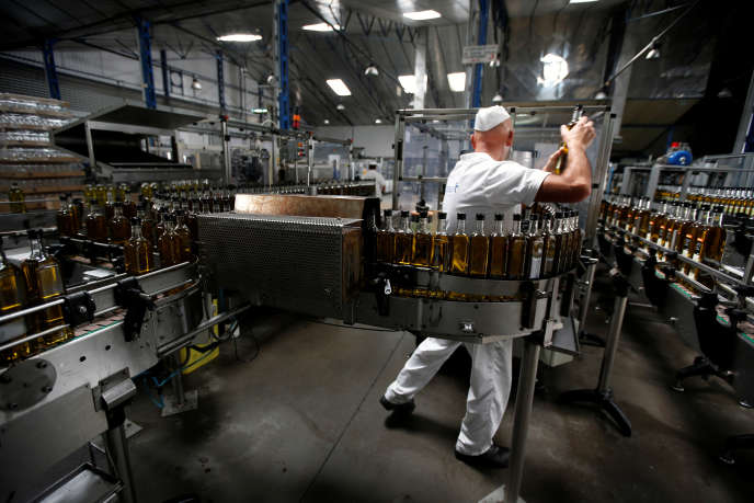 Une usine de conditionnement de l'huile d'olive, à Séville (Espagne), en2012.
