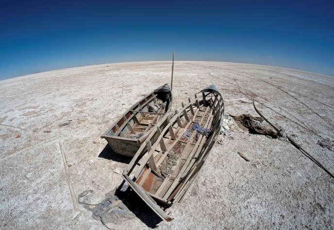 Sur le lac asséché Poopo en Bolivie.