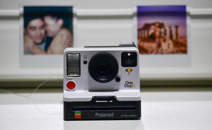 Le modèle OneStep 2 de Polaroid, en exposition sur le stand de la marque, au salon de l'électronique de Berlin (IFA), le 29 août.