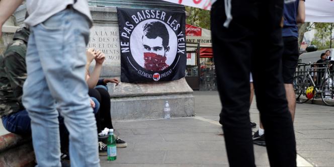 Plusieurs centaines de militants et sympathisants antifascistes ont manifesté lundi soir à Paris pour réclamer la « vérité » sur la mort de leur camarade Clément Méric.