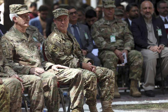 Le général John Nicholson et son successeur, le général Austin« Scott» Miller, à Kaboul, le 2 septembre.