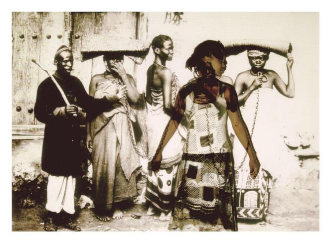 « Self Portrait Project 2007/2013 ». L'artiste « s'insère » dans une photographie de l'époque coloniale.