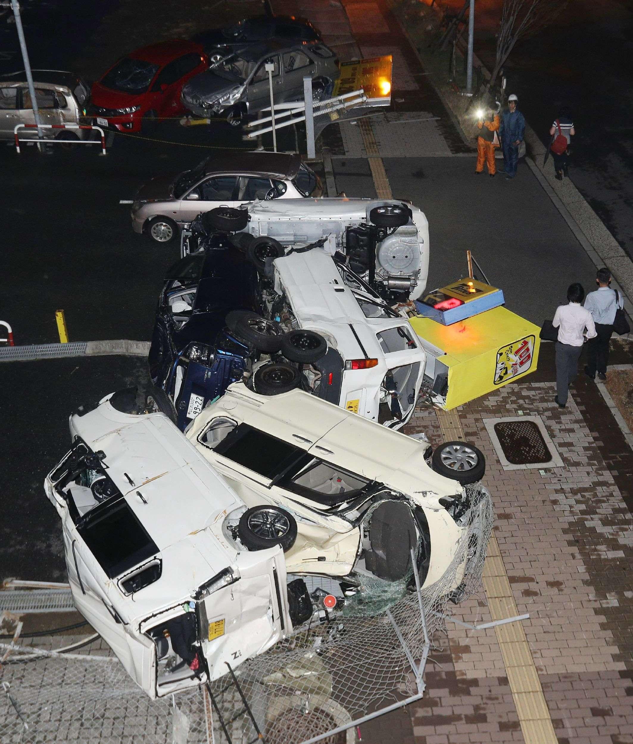 A Osaka.Il y a un mois et demi, des pluies records dans le Sud-Ouest ont provoqué des inondations inédites et des éboulements qui ont tué quelque 220 personnes. Une étouffante vague de chaleur humide s'est ensuite abattue en juillet, tuant plus de 119 personnes dans le mois tandis que 49 000 autres ont dû être hospitalisées.