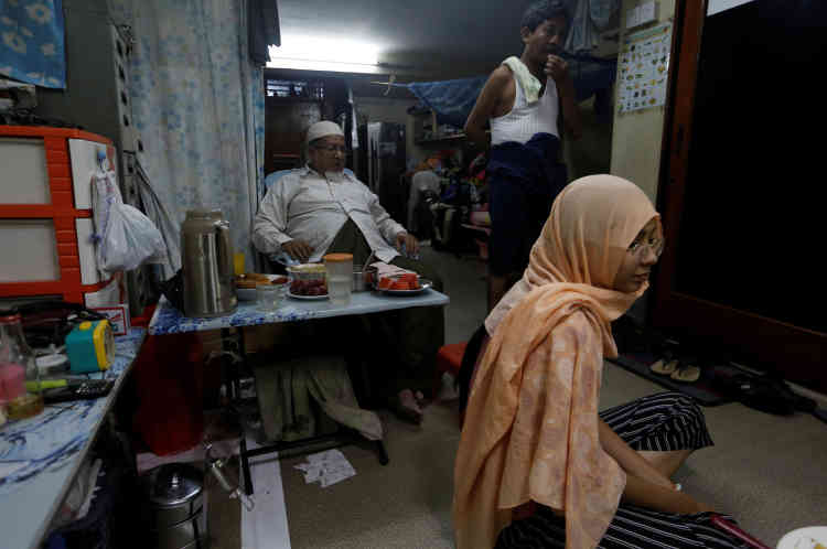La famille de Win Lae Phyu Sin se réunit à la maison pendant le mois de Ramadan.