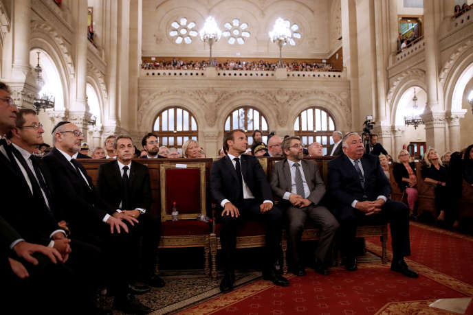 Nicolas Sarkozy et Emmanuel Macron à la grande synagogue de Paris, lors d'une présentation des vœux à la communauté juive, le4 septembre.