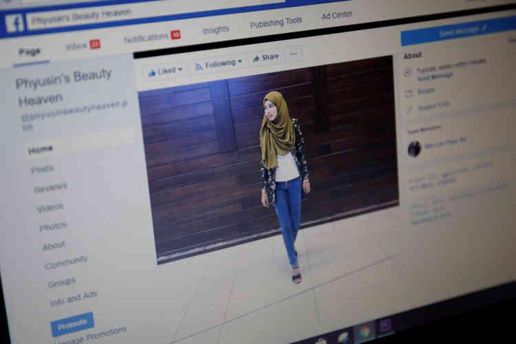 Win Lae Phyu Sin compte 6 000 abonnés sur Facebook. Elle a donné plus de 150 cours, filmés dans un studio de fortune.