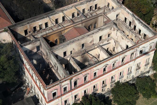 Vue aérienne du Musée national du Brésil à Rio de Janeiro, après sa destruction par un incendie, le 3 septembre 2018.