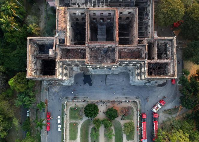 Vus du ciel, les restes du Musée national de Rio de Janeiro (Brésil), après l'incendie du 3 septembre.