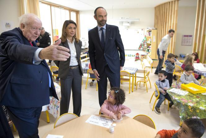 Lors de la visite d'une école de Marseillepar le premier ministre, Edouard Philippe, en présence de la présidente du département, Martine Vassal, et du maire de Marseille, Jean-Claude Gaudin, le 21 décembre 2017.