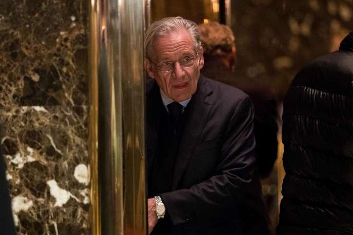 Bob Woodward arrive à la Trump Tower, à New York, pour une rencontre avec le président DonaldTrump,le 3 janvier 2017.