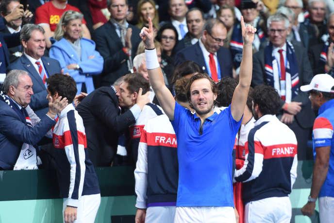 Lucas Pouille après sa victoire en finale de la Coupe Davis, le 26 novembre à Villeneuve-d'Ascq.