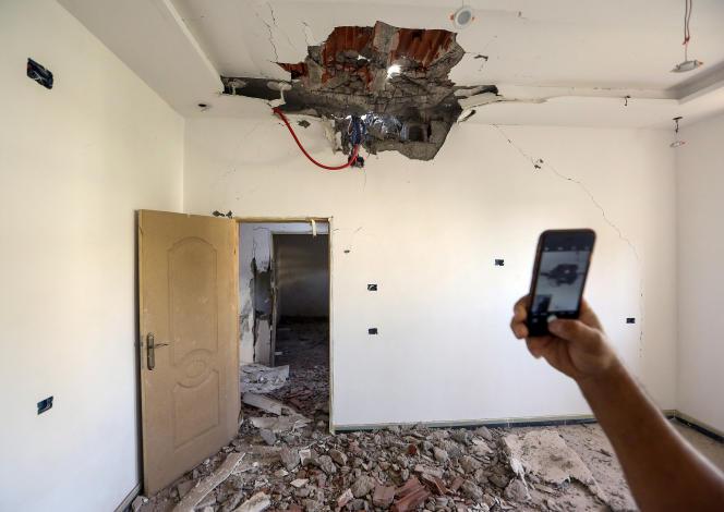 Une maison touchée par un tir de roquette dans la banlieue sud de Tripoli, le 4 septembre 2018.