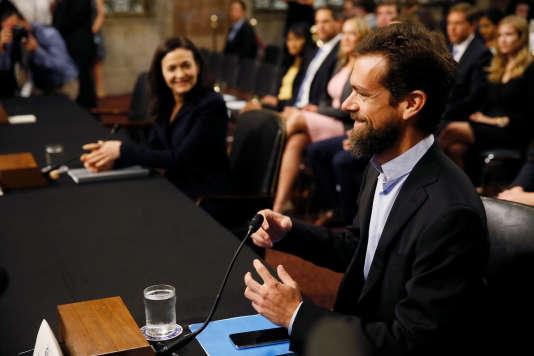 Sheryl Sandberg (Facebook) et Jack Dorsey (Twitter), n'ont guère été malmenés par les sénateurs qui les interrogeaient sur les risques de manipulation.