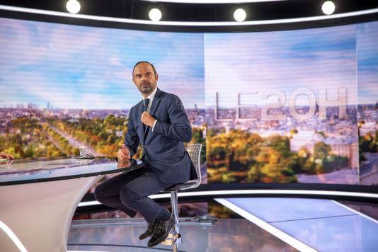 Le premier ministre, Edouard Philippe, sur le plateau du 20 heures de TF1, à Boulogne-Billancourt, le 4 septembre.
