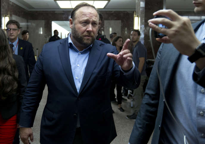 Alex Jones après l'audition de Facebook et de Twitter par les sénateurs américains, mercredi 5 septembre à Washington.