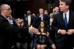 Mardi 4 septembre, l'image de la poignée de main ratée entre Brett Kavanaugh, le candidat choisi par Donald Trump pour siéger à la Cour suprême américaine, et Fred Guttenberg, le père d'une des dix-sept victimes de la fusillade de Parkland, a fait le tour des réseaux sociaux.