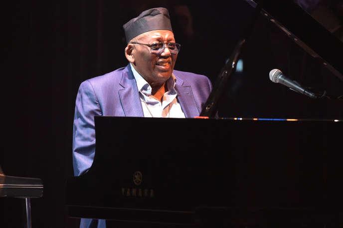 Le pianiste Randy Weston en concert à l'Apollo Theater à New York, en octobre 2015.
