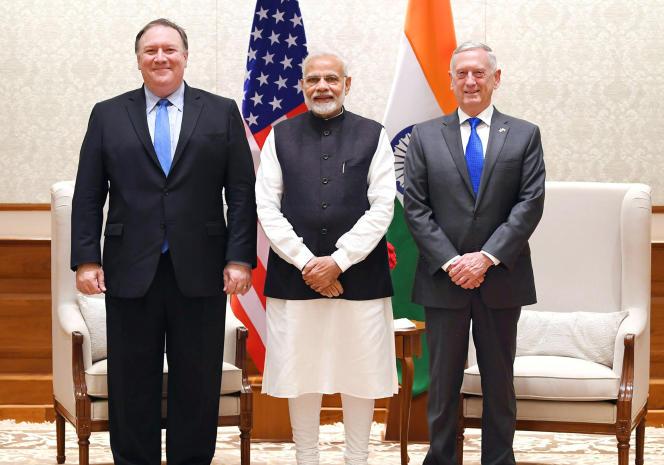 Le premier ministre indien, Narendra Modi (au centre) avec le secrétaire d'Etat américainMike Pompeo (à gauche) et le secrétaire d'Etat à la défense James Mattis, à New Delhi, le 6 septembre.