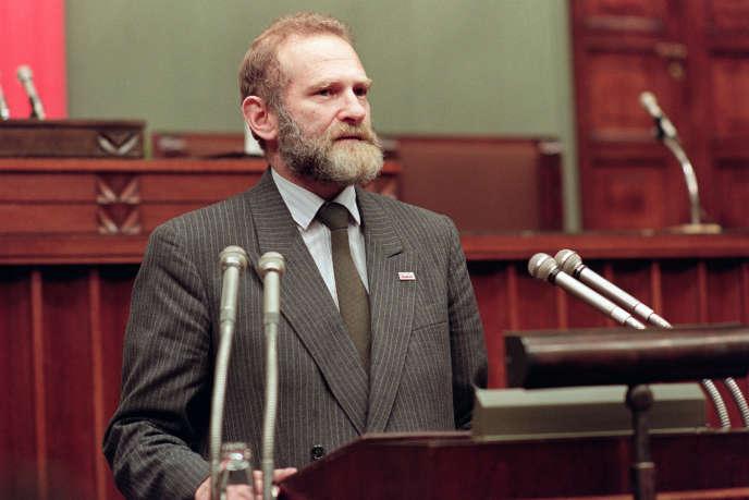 Bronislaw Geremek au Parlement polonais, à Varsovie, le 4 juillet 1989.
