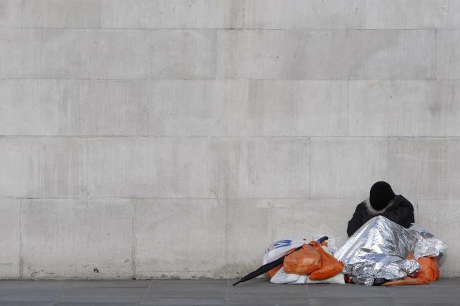Un sans abri à Trafalgar Square (Londres), le 17 janvier 2010.