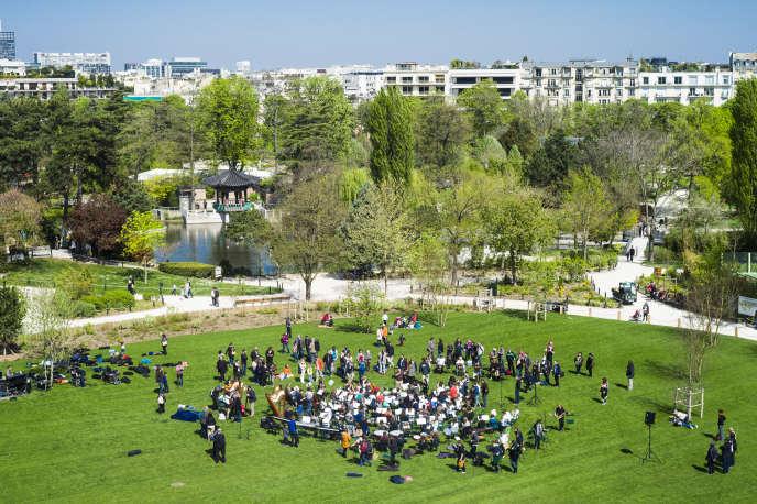 Orchestre de musique au Jardin d'acclimatation, à Paris, le 18 avril 2015.