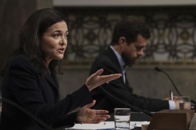 Sheryl Sandberg, la numéro deux de Facebook, et Jack Dorsey, PDG de Twitter, mercredi 5 septembre devant la commissiondu renseignement du Sénat américain