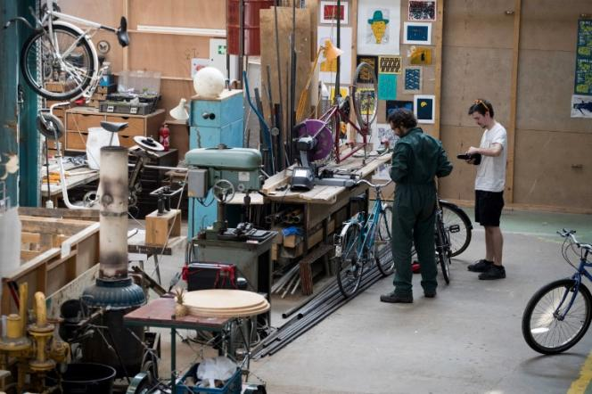 Un atelier de réparation de vélos, à Pantin, en Seine-Saint-Denis, le 16 août.