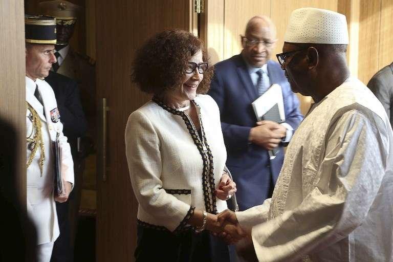 L'ambassadrice française Evelyne Decorps et le président malien, Ibrahim Boubacar Keïta, à Bamako, le 1er août 2017.
