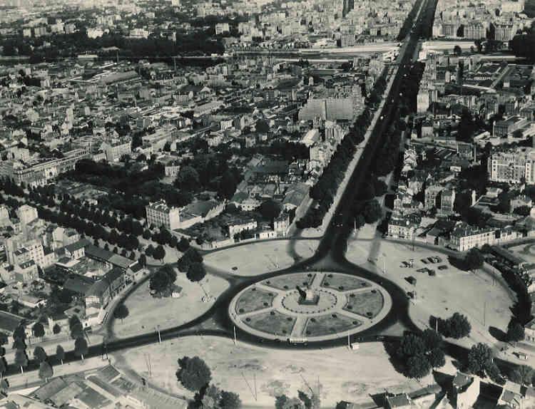 L'établissement public d'aménagement de la Défense est créé le 9septembre 1958. Son point de départ: un rond-point situé au bout de la voie royale tracée par Le Nôtre. Au milieu, la statue «La Défense de Paris de 1871»donne son nom au quartier.