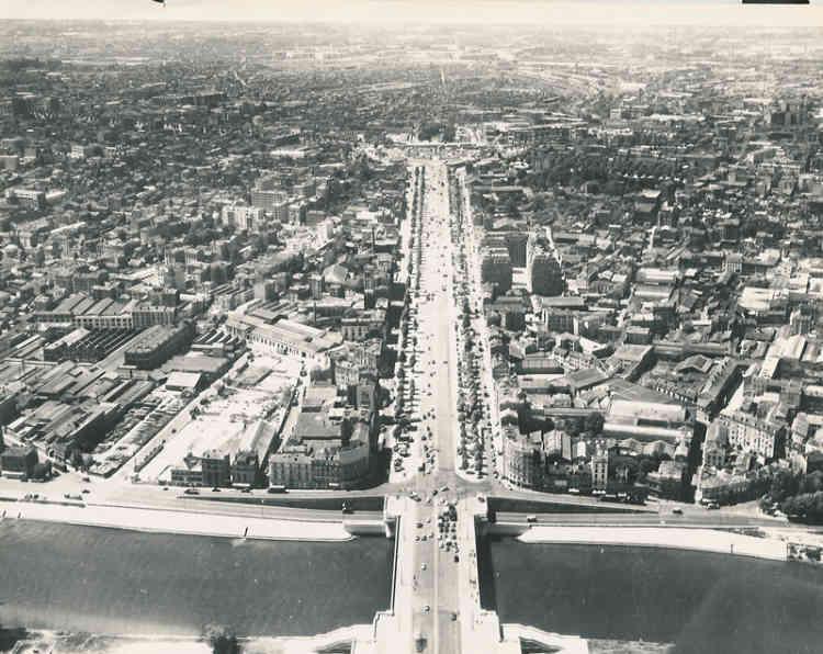 Vue aérienne du futur quartier de La Défense, 1957.