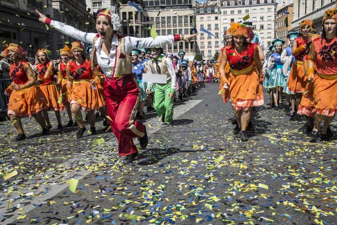 Le défilé de la Biennale de danse dans les rues de Lyon, en septembre 2014.