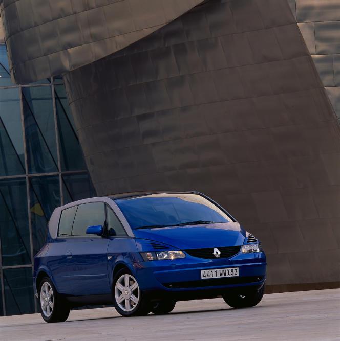 L'Avantime, l'insolite coupé-monospacedu débutdes années 2000de Renault.
