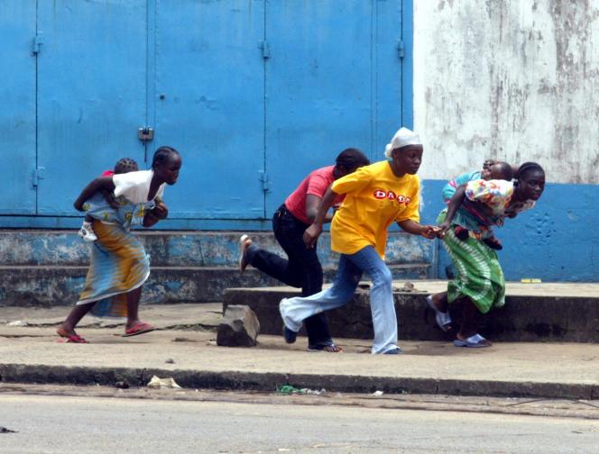 Dans les rues de Monrovia, lors de combats, à la fin de la guerre civile en 2003.