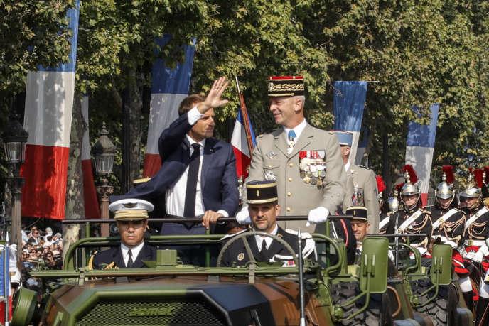 Le président Emmanuel Macron et le chef d'état-major, le général François Lecointre lors du défilé du 14 juillet, à Paris.
