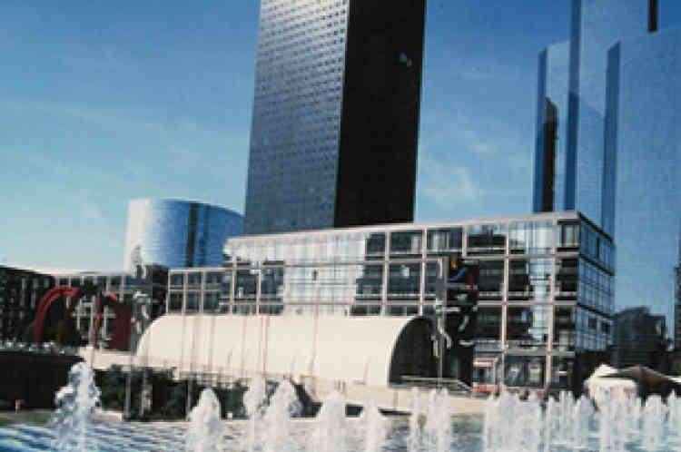 Entre 1993 et 1997, l'établissement public ne vend plus de terrains. Les constructions stoppent. L'image du quartier se dégrade.