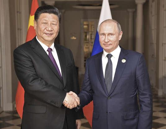 Xi Jinping et Vladimir Poutine, lors du sommet des BRICS (Brésil, Russie, Inde, Chine, Afrique du Sud), à Johannesburg, le 26 juillet 2018.