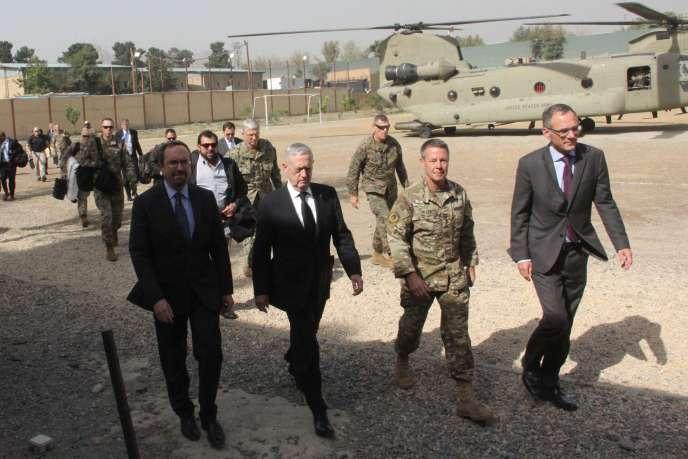 Le secrétaire à la défense, James Mattis, à son arrivée à Kaboul, le 7 septembre 2018.
