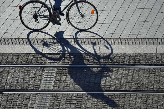«Marche et vélo peuvent assurer à eux seuls les deux tiers des déplacements urbains, selon plusieurs études sur le potentiel d'utilisation de ces modes réalisées dans de grandes agglomérations» (A Nantes, le 26 octobre 2017).