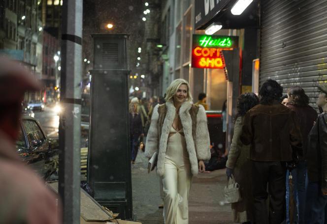 Maggie Gyllenhaal est Eileen Merrell, prostituée décidée à prendre sa vie en main.