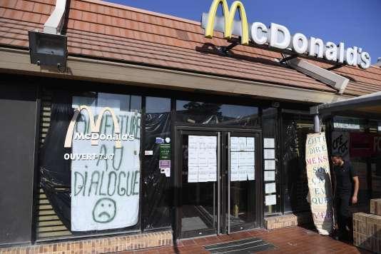 La façade du McDonald's de Saint-Barthélemy à Marseille, le 24 août.